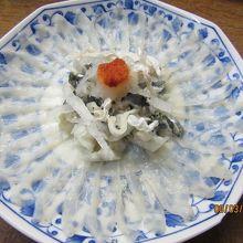絶品【トラフグ刺し】1皿=4,500円
