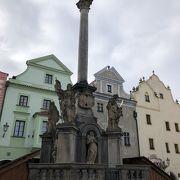 スヴォルノスティ広場にあります。