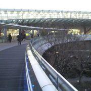 面白いつくりでセンスがある岐阜駅の歩道橋です