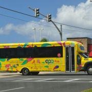 GPOへは黄色のバス!