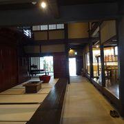 博多織り元の町家が展示棟になっている。