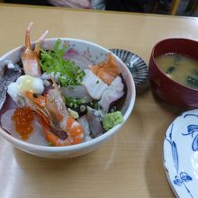 魚のあらの味噌汁付です