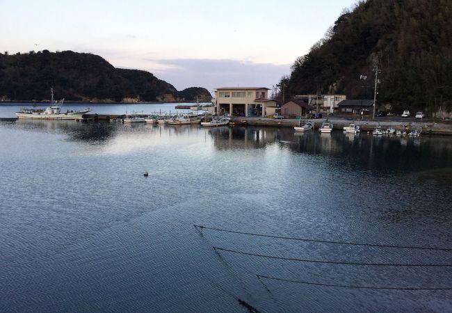 小さい湾に小さい港です