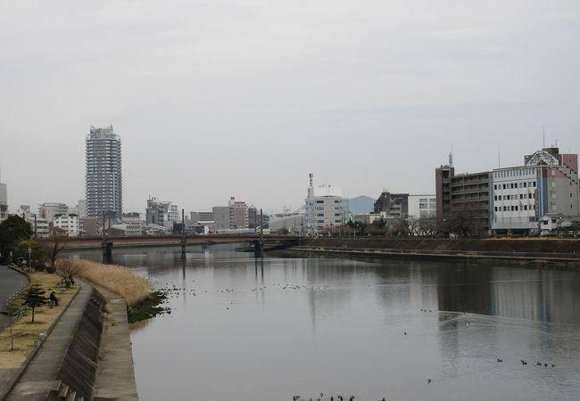 高知市内の南側を流れる河川です。天神大橋は赤い欄干など見ごたえがありました。