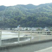 宇佐美海岸です