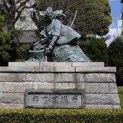九代目市川団十郎の像