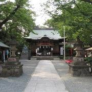 木々におおわれた神社