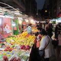 写真:真填地街の青空市場