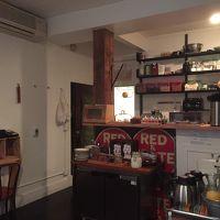 2階にある朝食用のスペース。客室を改装したのが納得の配置です