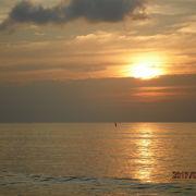 美しい夕日の砂浜