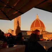 屋上のカフェからドゥオモが見えます