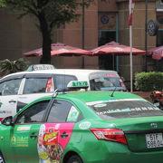 白いビナサンタクシーと緑のマイリンタクシー使えば安心