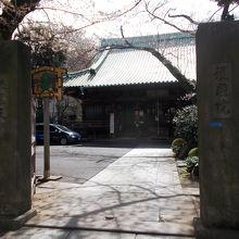 門柱からの景観です。