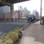隅田川の脇川の竪川にかかる橋です。