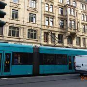 フランクフルト中央駅からミュンヘナー通りを走るトラムに乗りました。
