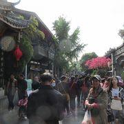 雰囲気あるエリア。休日は中国人観光客でごった返す。