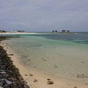 人工の砂浜と言われても美しい