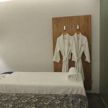 スパの部屋 ベッド