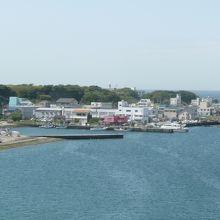 橋の上から見た城ヶ島漁港