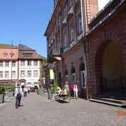 ハイデルベルク旧市街の中心部に建ってる瀟洒な建物