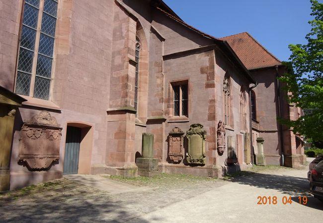 大学図書館の南側にある教会