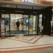 ホテルと商業施設のJR山形駅の駅ビル
