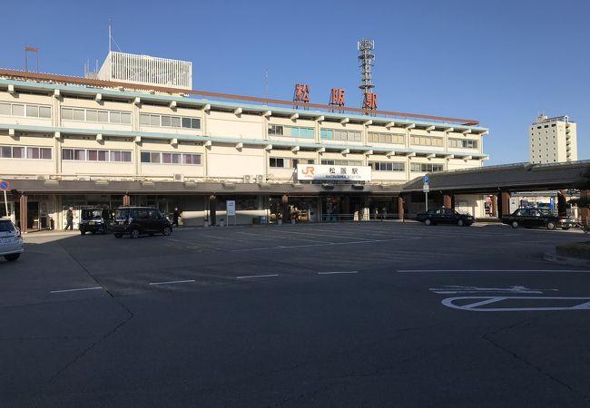 松阪駅:都市の窓口として駅舎は