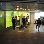 マリエン広場そば、地下鉄駅直通のデパート