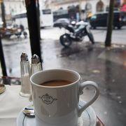 オペラ座を眺めながらカフェ