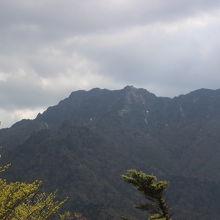 リフト終点の展望台からの石鎚山