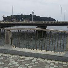 弁天橋の反対側はもうすぐ海という場所