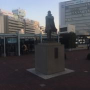 岡山駅前の像