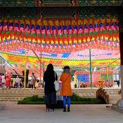 旧暦4月8日のお釈迦さま誕生日には盛大なお祭りがあります