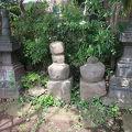 写真:石塔坂の宝篋印塔