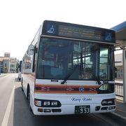 2タイプのバスが空港と離島ターミナルを結ぶ