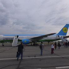 ②SKD-TAS:サマルカンド空港にて
