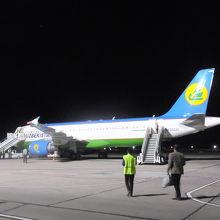 ④BHK-TAS:これで乗り納めなのね@ブハラ空港