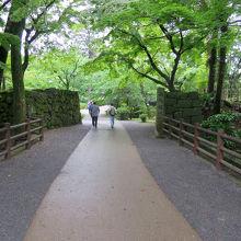 「大手門」から入り、この辺りから近世城郭の名残があります