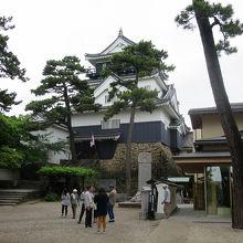 「龍城神社」経由で天守閣入口側へ