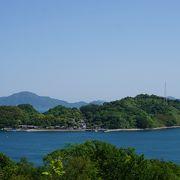 青い海と緑の島々がとても美しい