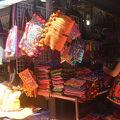色鮮やかで楽しい★モン族市場