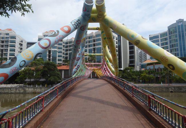 アートブリッジの別名もあるアルカフ橋