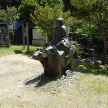 牛馬童子の像のオブジェ