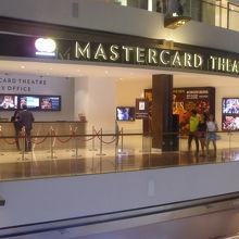 ショッピングモール内にある劇場、マスターカードシアターズ@マリーナベイサンズ