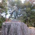 写真:角倉了以銅像