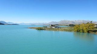 青く美しい湖