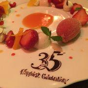 美しく盛られた色とりどりの食材はまるで芸術作品のようです。