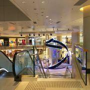九龍駅直結の高級ショッピングモールです