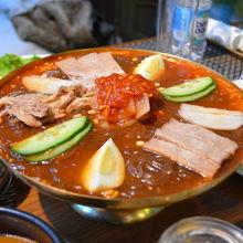 北朝鮮名物のピョンヤン冷麺。