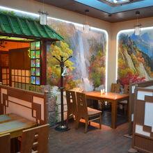 店内は普通の韓国料理店の様相。